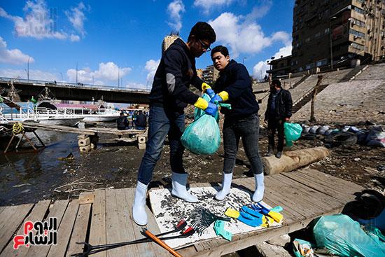 وزيرة البيئة تطلق حملة لتنظيف نهر النيل من المخلفات خاصة البلاستيكية (89)