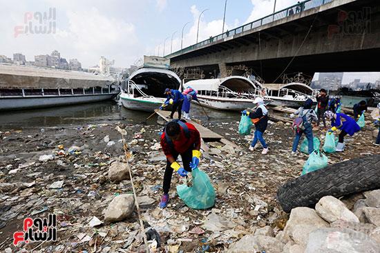 وزيرة البيئة تطلق حملة لتنظيف نهر النيل من المخلفات خاصة البلاستيكية (44)