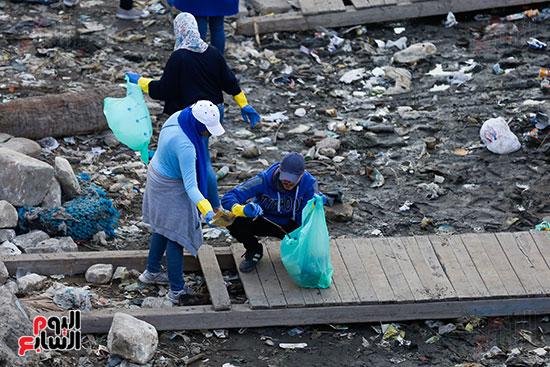 وزيرة البيئة تطلق حملة لتنظيف نهر النيل من المخلفات خاصة البلاستيكية (70)