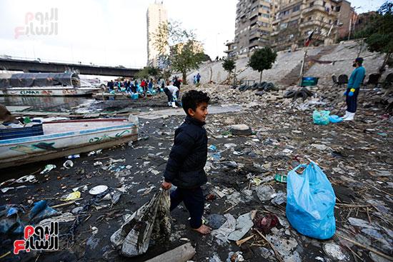 وزيرة البيئة تطلق حملة لتنظيف نهر النيل من المخلفات خاصة البلاستيكية (85)