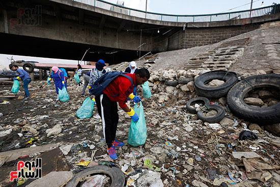 وزيرة البيئة تطلق حملة لتنظيف نهر النيل من المخلفات خاصة البلاستيكية (41)