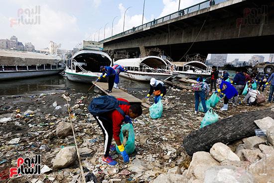 وزيرة البيئة تطلق حملة لتنظيف نهر النيل من المخلفات خاصة البلاستيكية (45)
