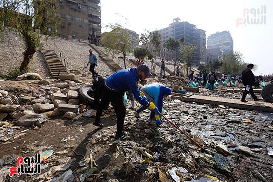وزيرة البيئة تطلق حملة لتنظيف نهر النيل من المخلفات خاصة البلاستيكية (40)