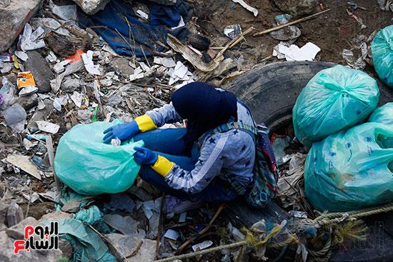 وزيرة البيئة تطلق حملة لتنظيف نهر النيل من المخلفات خاصة البلاستيكية (73)