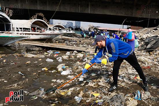 وزيرة البيئة تطلق حملة لتنظيف نهر النيل من المخلفات خاصة البلاستيكية (37)