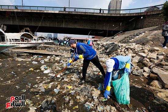 وزيرة البيئة تطلق حملة لتنظيف نهر النيل من المخلفات خاصة البلاستيكية (38)