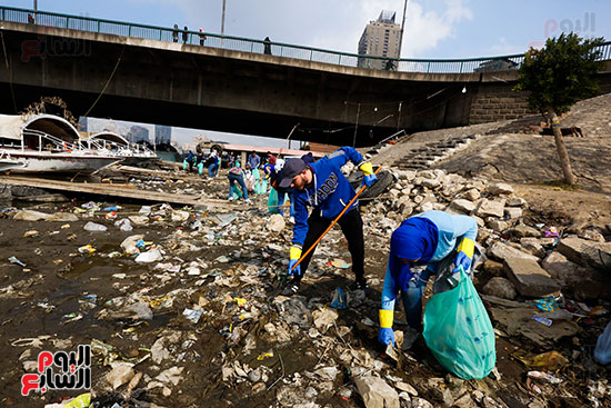 وزيرة البيئة تطلق حملة لتنظيف نهر النيل من المخلفات خاصة البلاستيكية (39)
