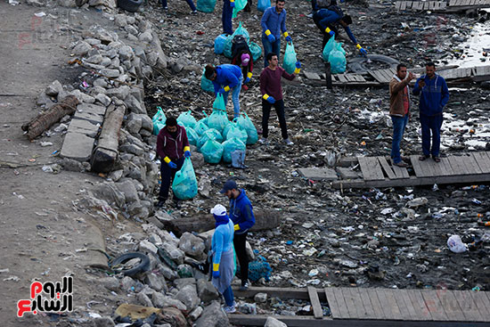 وزيرة البيئة تطلق حملة لتنظيف نهر النيل من المخلفات خاصة البلاستيكية (67)