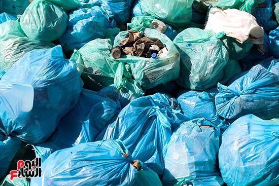 وزيرة البيئة تطلق حملة لتنظيف نهر النيل من المخلفات خاصة البلاستيكية (97)