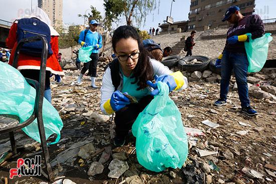 وزيرة البيئة تطلق حملة لتنظيف نهر النيل من المخلفات خاصة البلاستيكية (32)