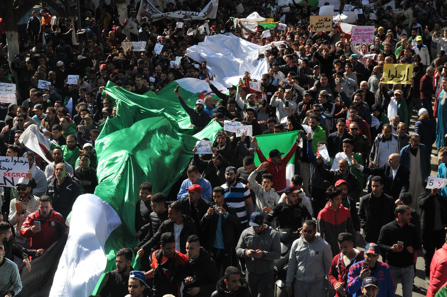 الجزائر تنتفض
