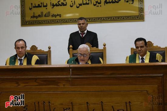 محاكمة 44 متهما بتهمة الانضمام لتنظيم داعش (3)