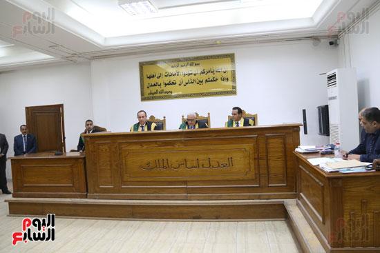 محاكمة 44 متهما بتهمة الانضمام لتنظيم داعش (2)