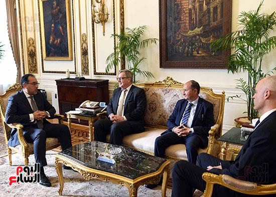 مدبولى يلتقى رئيس عمليات منطقة الشرق الأوسط وأفريقيا فى شركة بوش الألمانية (2)