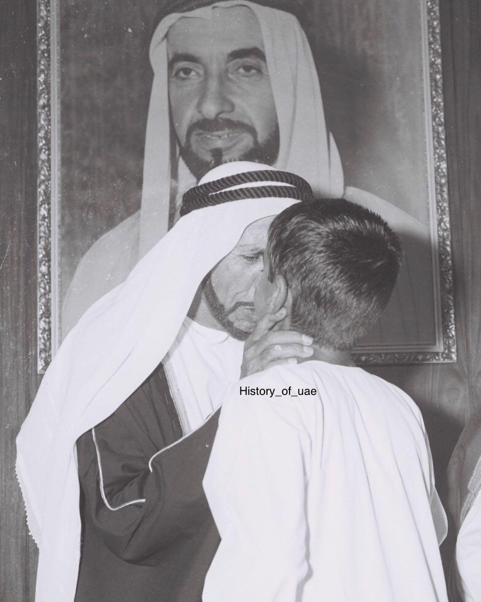 محمد بن زايد آل نهيان مع جده الشيخ محمد بن خليفة