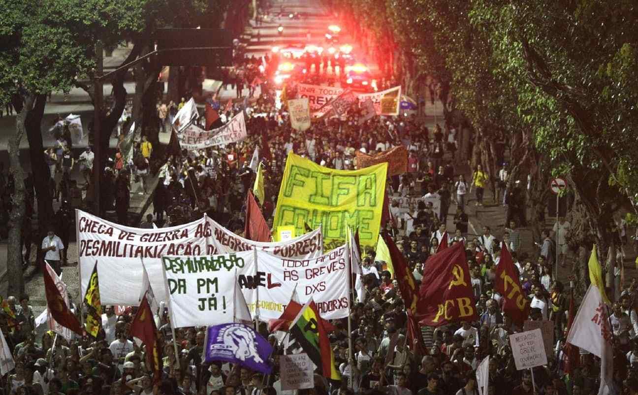 مظاهرات رافضة لتنظيم المونديال