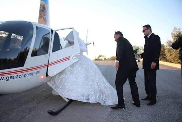 العروسة تركب الطائرة للبدء فى إجراءات الزفاف