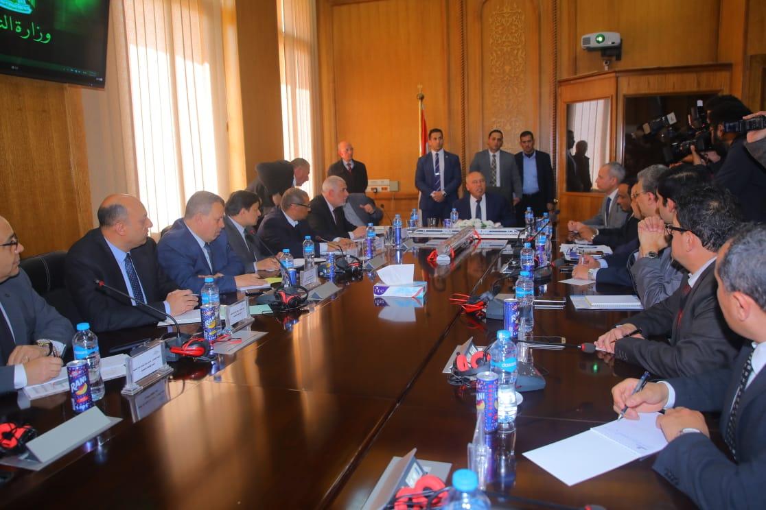 أثناء الاجتماع (6)