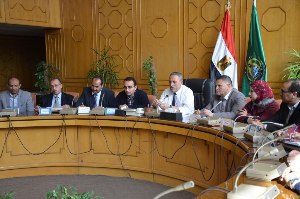 محافظ الإسماعيلية يجتمع بشباب النقابات والجامعات (6)