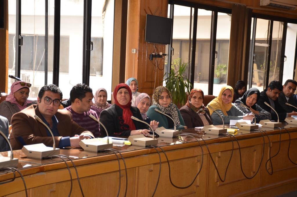 محافظ الإسماعيلية يجتمع بشباب النقابات والجامعات (8)