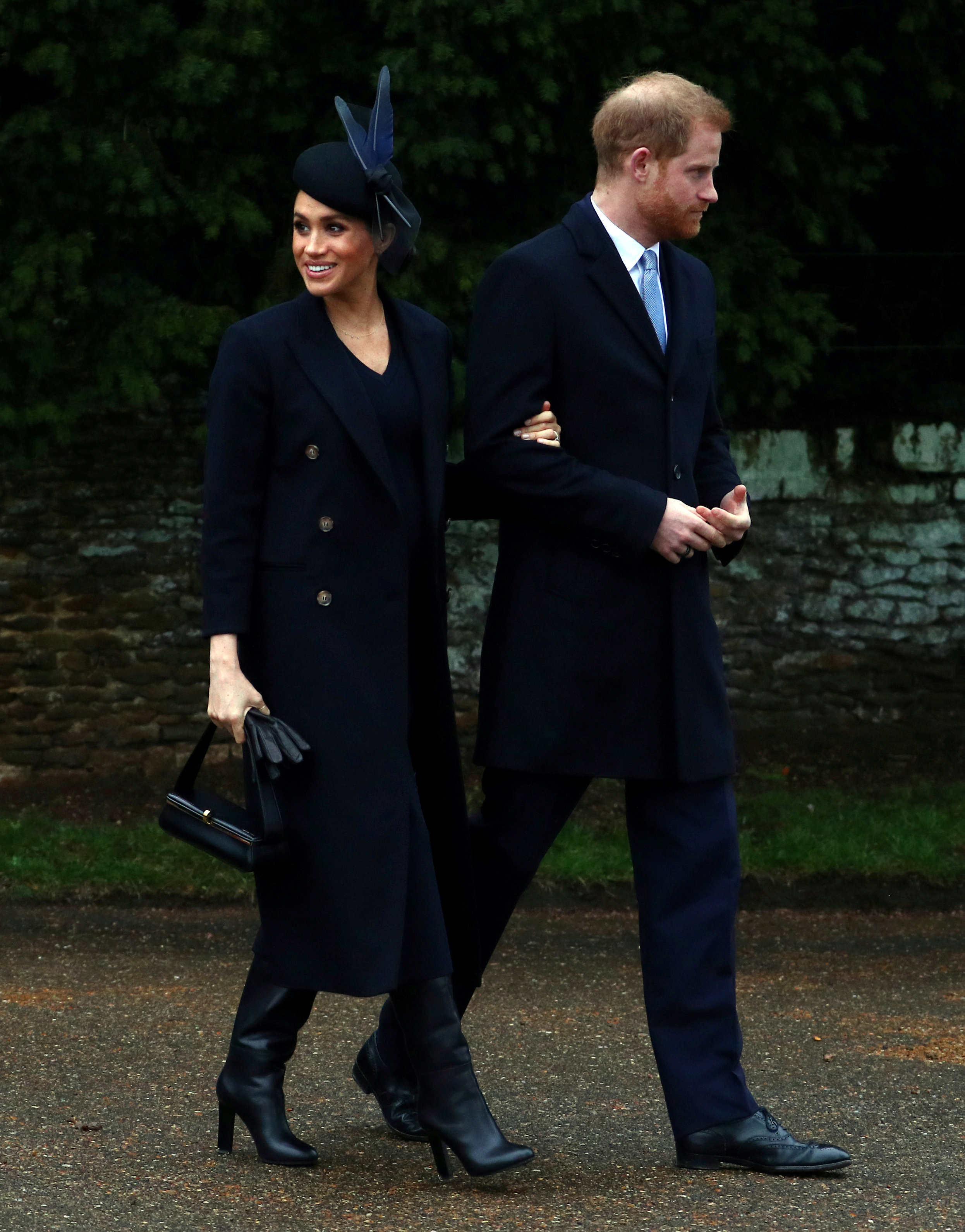 ميجان ماركل بصحبة الأمير هارى فى أحد جولاتهما