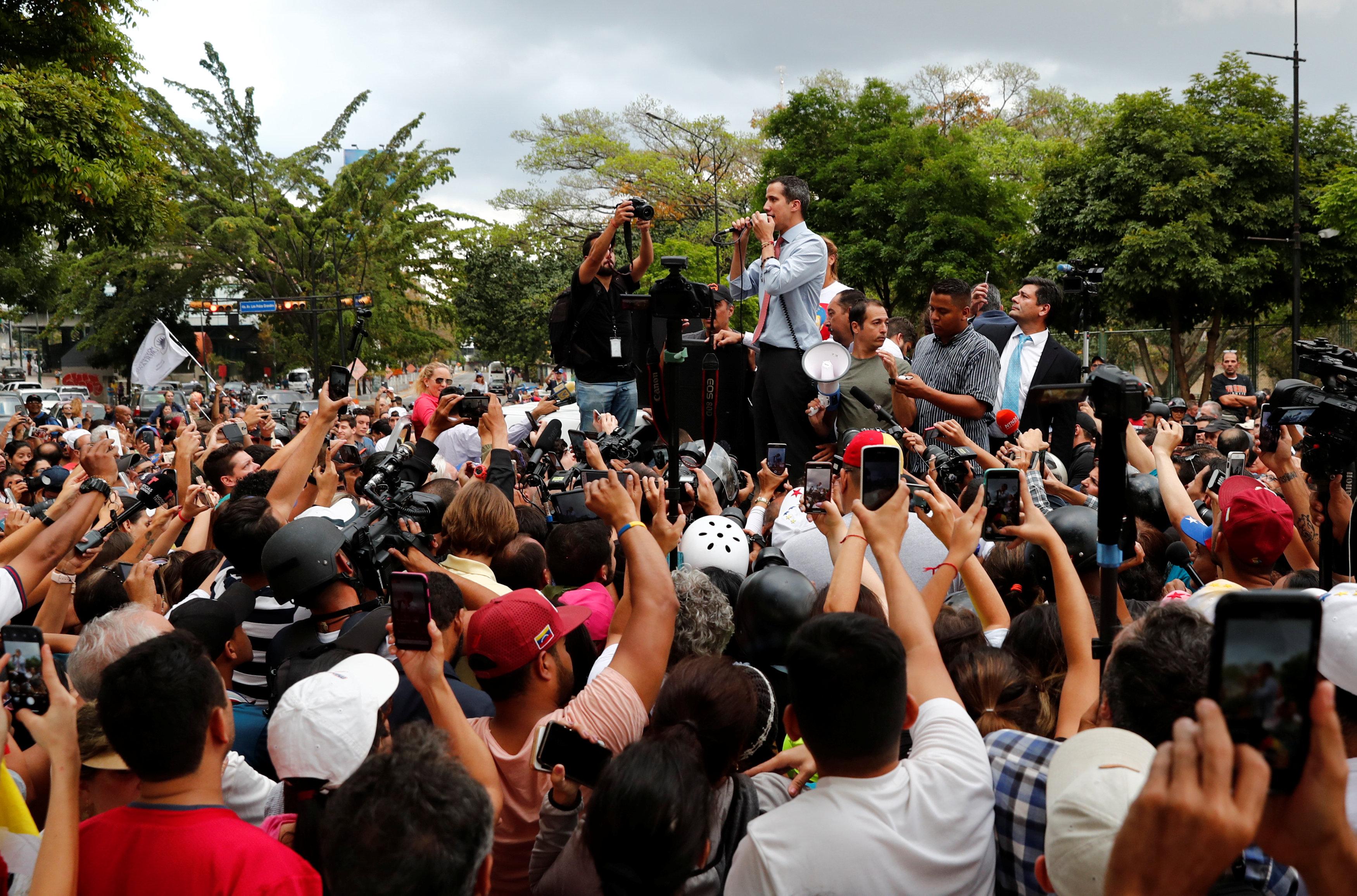 زعيم المعارضة الفنزويلية يخاطب مؤيديه