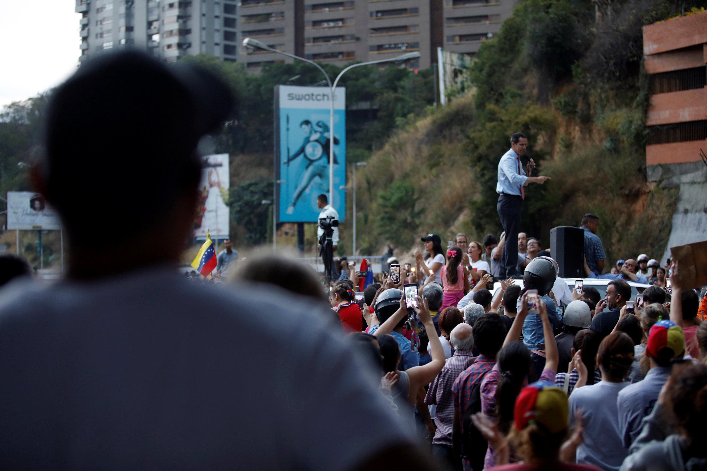 خوان جوايدو  أعلى سيارة فى شوارع كاراكاس