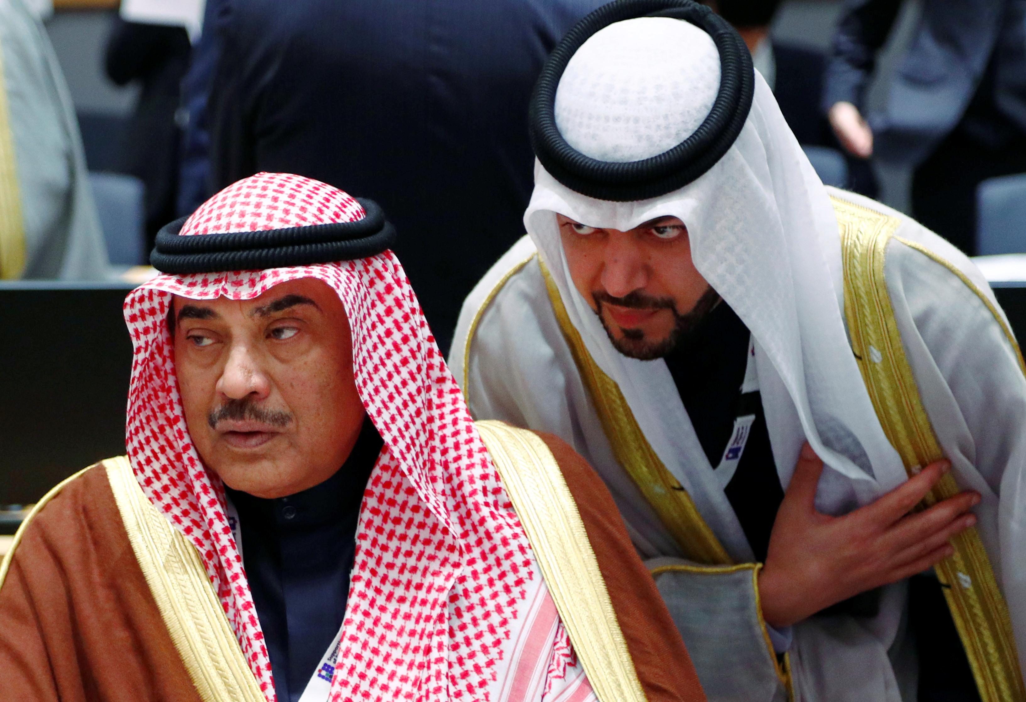 الشيخ صباح فى حوار مع أحد الدبلوماسيين الكويتيين