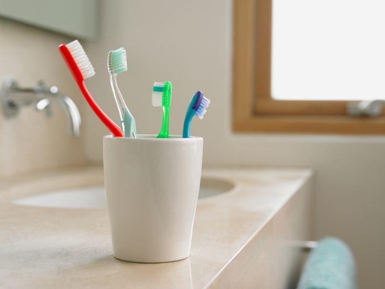 تنظيف فرشاة الاسنان