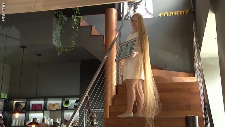 ربانزل الأوكرانية تسعى لدخول موسوعة جينيس بلقب صاحبة أطول شعر فى العالم