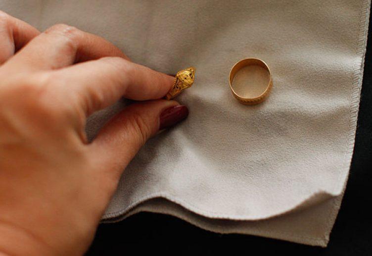 عندك خاتم أو أسورة فيها خدش  (2)