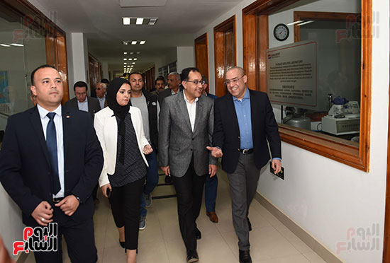 رئيس الوزراء يتابع أعمال المطورين الصناعيين بالمنطقة الاقتصادية لقناة السويس (4)