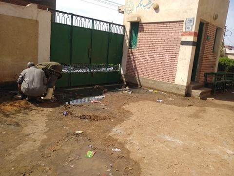 مياه الصرف تغرق مدرسة  (3)