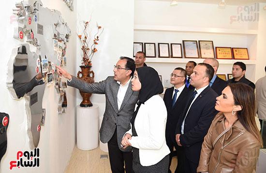 رئيس الوزراء يتابع أعمال المطورين الصناعيين بالمنطقة الاقتصادية لقناة السويس (9)