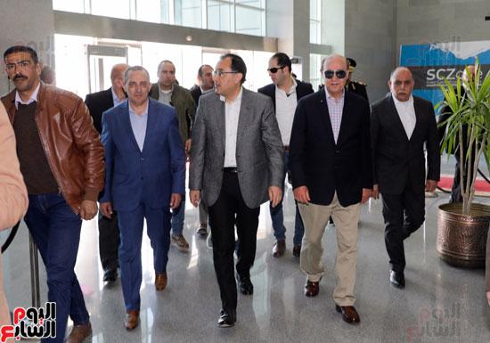 -زيارة-رئيس-الوزراء-للمنطقة-الاقتصادية-لقناة-السويس-(5)