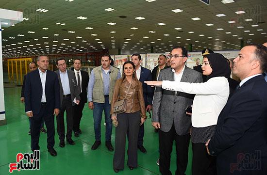 رئيس الوزراء يتابع أعمال المطورين الصناعيين بالمنطقة الاقتصادية لقناة السويس (8)