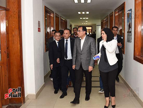 رئيس الوزراء يتابع أعمال المطورين الصناعيين بالمنطقة الاقتصادية لقناة السويس (3)