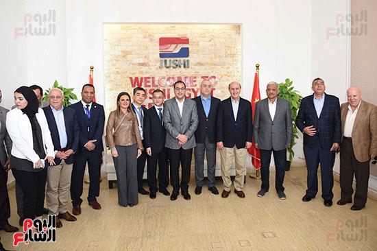 رئيس الوزراء يتابع أعمال المطورين الصناعيين بالمنطقة الاقتصادية لقناة السويس (10)