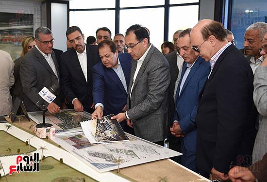 رئيس الوزراء يتابع أعمال المطورين الصناعيين بالمنطقة الاقتصادية لقناة السويس (15)