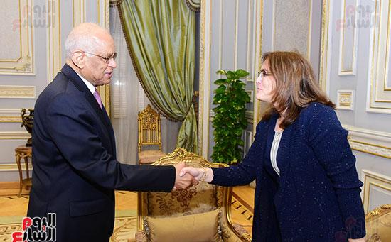 الدكتور على عبد العال وسفيرة كوبا (1)