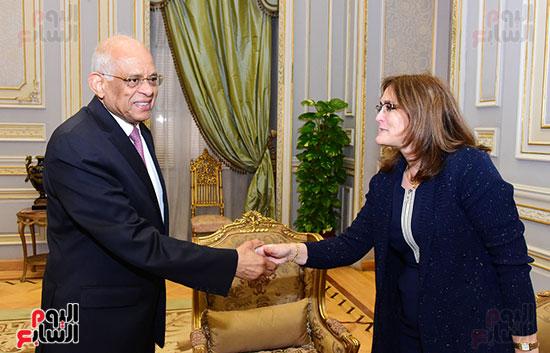 الدكتور على عبد العال وسفيرة كوبا (2)