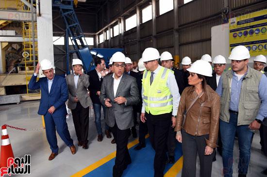 رئيس الوزراء يتفقد عددا من المشروعات بالمنطقة الاقتصادية لقناة السويس (3)