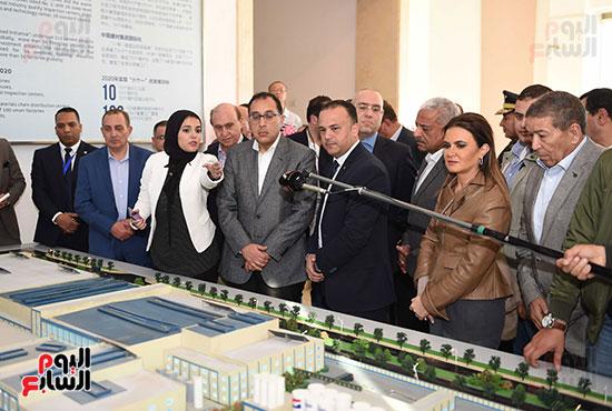رئيس الوزراء يتابع أعمال المطورين الصناعيين بالمنطقة الاقتصادية لقناة السويس (1)
