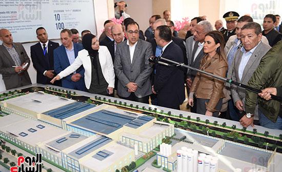 رئيس الوزراء يتابع أعمال المطورين الصناعيين بالمنطقة الاقتصادية لقناة السويس (2)