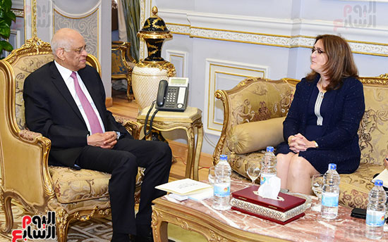 الدكتور على عبد العال وسفيرة كوبا (4)