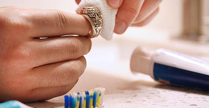عندك خاتم أو أسورة فيها خدش  (3)