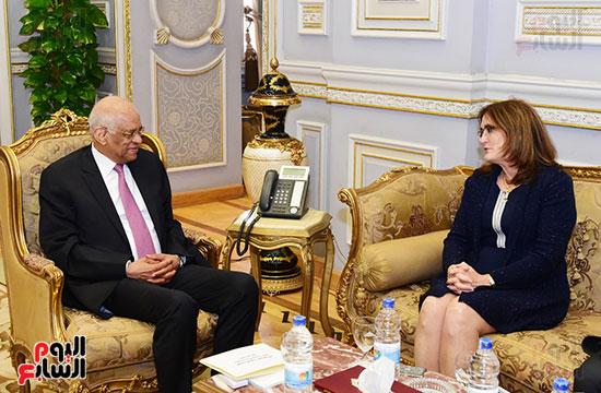 الدكتور على عبد العال وسفيرة كوبا (3)