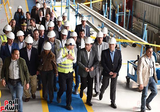 رئيس الوزراء يتفقد عددا من المشروعات بالمنطقة الاقتصادية لقناة السويس (9)