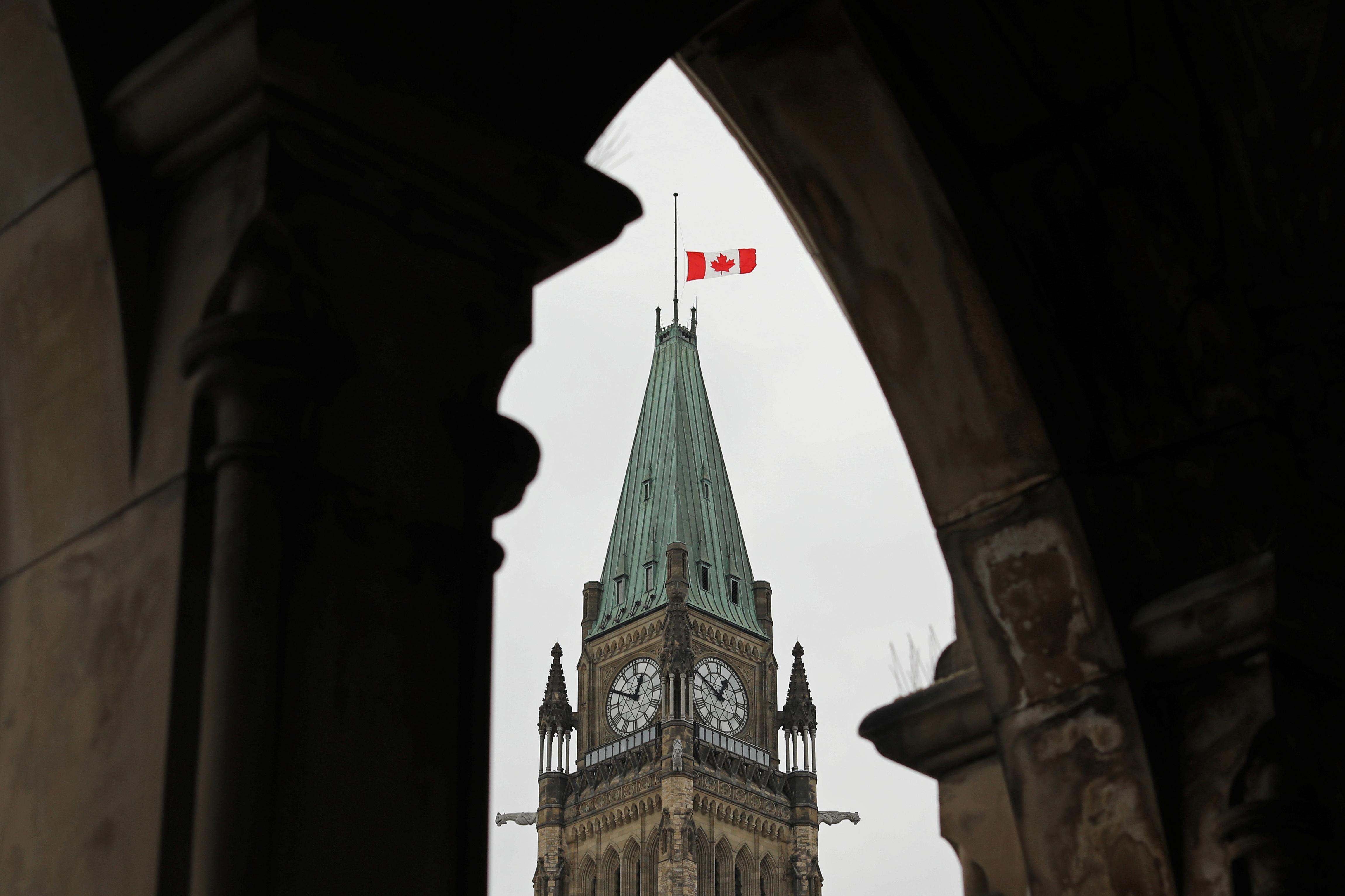 كندا تنكس العلم حدادا على أرواح الهجوم الإرهابى
