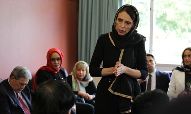 رئيسة وزراء نيوزيلندا داخل المسجد